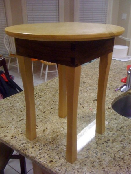 Column Round Legs End Table